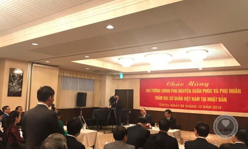 Ông Vũ hoàng Đức chủ tịch hiệp hội doanh nghiệp Việt Nam tại Nhật Bản phát biểu nội dung liên kết đoàn kết các hội đoàn người Việt Nam tại Nhật Bản tại đại sứ quán Việt Nam tại Nhật Bản